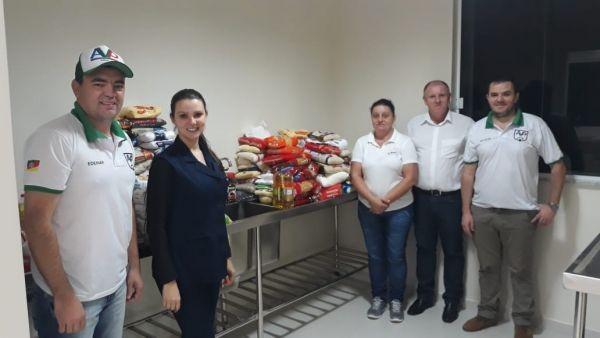 Associação dos Veteranos de Pinhal realiza entrega de alimentos ao Hospital São José de Rodeio Bonito