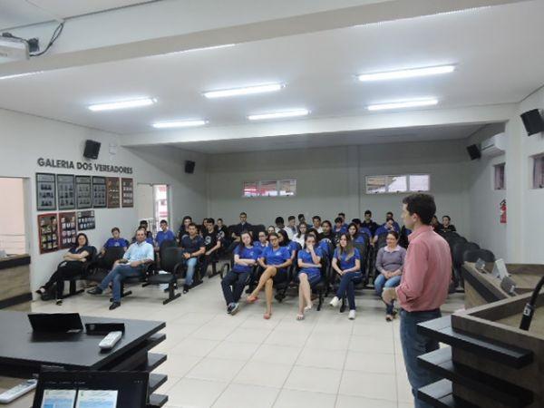 Estudantes e professores visitam o Legislativo em Pinhal